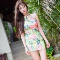 色鮮やかな花柄プリントの生地を使用したチャイナ風セクシードレス(SEXYDRESS) 花柄(グリーン×ピンク)