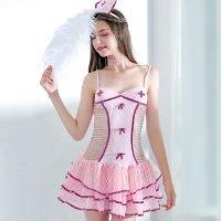 ボリュームたっぷりのティアードスカートに透け感のある身頃が色気のある可愛いナース風コスプレ(COSPLAY)