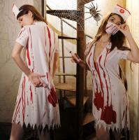リアルな血痕プリントと裾のダメージ加工が本格的なホラー感を演出するナースゾンビ風コスプレ(COSPLAY)