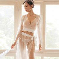 メッシュの透け感とリース模様の刺繍がラグジュアリーなベビードール(BABYDOLL) ホワイト