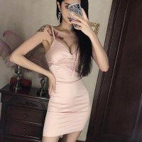 柔らかな色合いで透明感のあるフェミニンな印象を与えるドレス(SEXYDRESS)