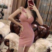 肌なじみの良いヌーディカラーで素肌の立体感を強調するドレス(SEXYDRESS)