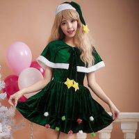 おもちゃのような飾りが子供心を思い出せるキュートなクリスマスツリー風コスプレ(COSPLAY)