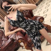シルバーストライプの幾何学的な模様がスタイリッシュなドレス(キャバドレス・CABARETDRESS)