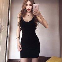 シンプルだからこそ美しさが際立つセンシャルなバックスタイルのドレス(SEXYDRESS)