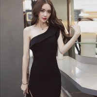 フリルのワンショルダーが華やかにパーティーシーンを彩るドレス(CABARETDRESS) ブラック