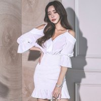【サマーフェスタ☆全品10%OFF!】ゆったりオフショルと引締めシャーリングのドレス(CABARETDRESS) ホワイト