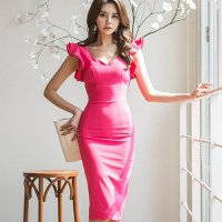 パッションピンクの色鮮やかなフリルスリーブドレス(キャバドレス・CABARETDRESS)