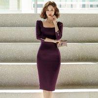 スクエアカットが知的な雰囲気を演出するミディ丈ドレス(キャバドレス・CABARETDRESS)