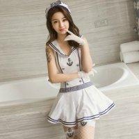 爽やかな配色とフワッとしたミニスカートがキュートなデザインの海兵風コスプレ(COSPLAY)