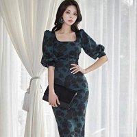 花柄をモチーフにスクエアカットの胸元が印象的なミディ丈ドレス(キャバドレス・CABARETDRESS)