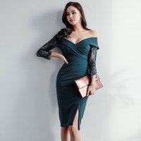 大きくあいたデコルテラインがセクシーな印象のオフショルミディ丈ドレス(キャバドレス・CABARETDRESS)