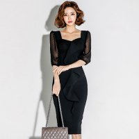 スクエアカットの胸元が印象的な大人の魅力たっぷりのワンピースドレス(キャバドレス・CABARETDRESS)