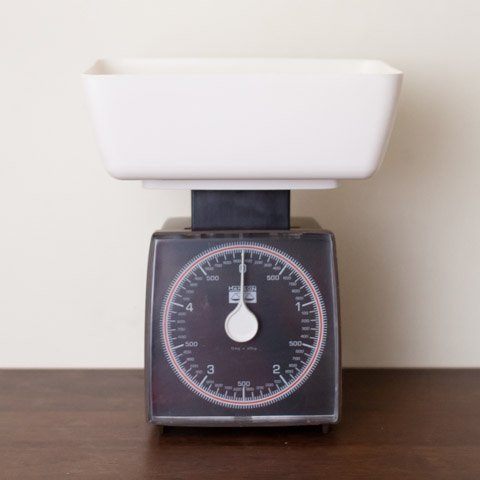 HANSON IRELAND DK.BROWN/WHITE PLASTIC SCALE