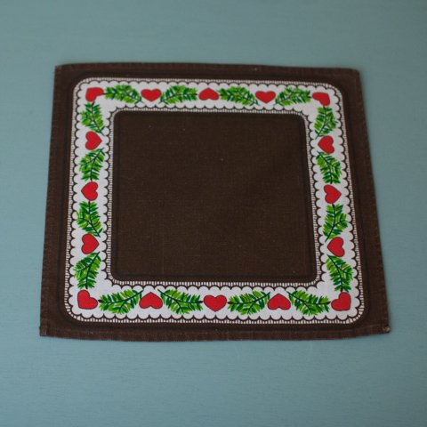 SWEDEN DK.BROWN/RED HEART TABLE MAT