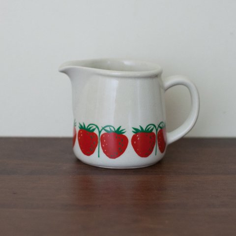 ARABIA POMONA STRAWBERRY CREAMER
