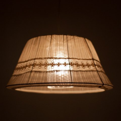 SWEDEN LACE FABRIC/GLASS SHADE LAMP