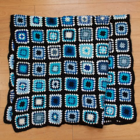 DENMARK BLACK BASE GRANNY BLANKET