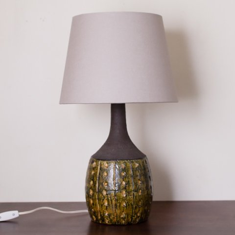 UNKNOWN DENMARK GREEN/YELLOW CERAMIC TABLE LAMP W/VINTAGE SHADE
