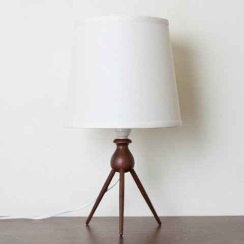 DENMARK SOLID TEAK TRIPLE LEGS BASE TABLE LAMP