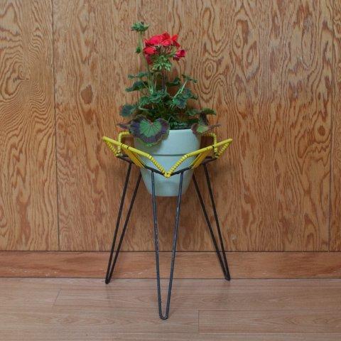 DENMARK BLACK IRON/YELLOW VINYL FLOWER POT STAND