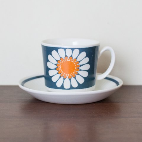 NORWAY FIGGJO DAISY COFFEE CUP&SAUCER(A)