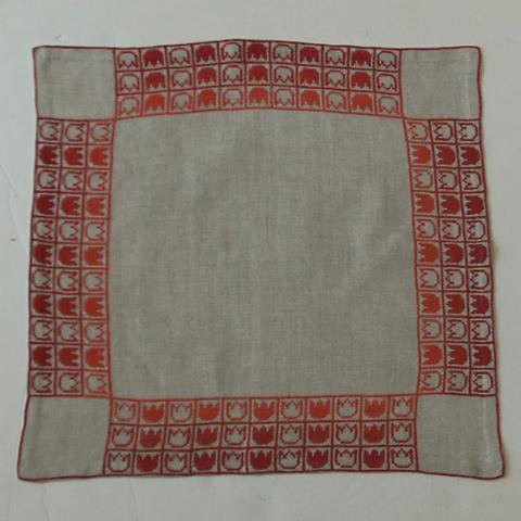 SWEDEN TULIP EMBROIDERY TABLE MAT