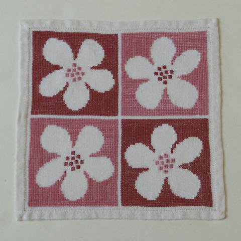 SWEDEN PINK 4FLOWERS EMBRIDERY TABLE MAT