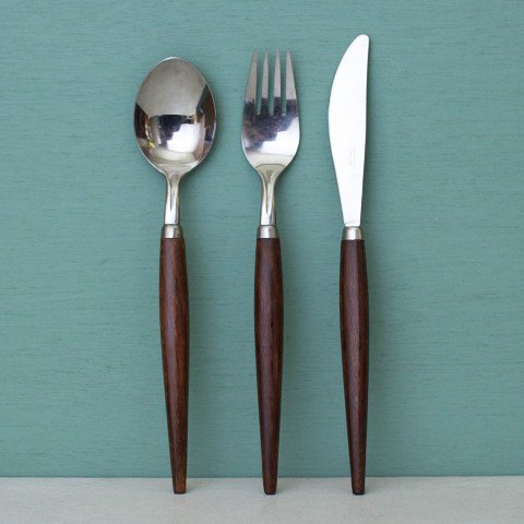 HOLLAND WOOD HANDLE CUTLERY 3 PIECE SET