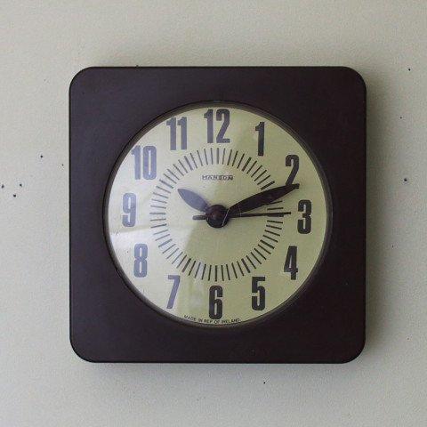 IRELAND HANSON PLASTIC DARK BROWN CLOCK