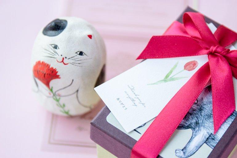【母の日・カーネーション猫】六原張り子の起き上がり人形|コシェルドゥ