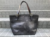<img class='new_mark_img1' src='https://img.shop-pro.jp/img/new/icons14.gif' style='border:none;display:inline;margin:0px;padding:0px;width:auto;' />vasco LEATHER TRAVEL TOTE BAG -LARGE GRAY
