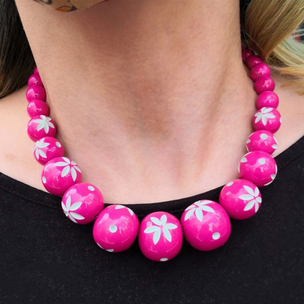 <img class='new_mark_img1' src='https://img.shop-pro.jp/img/new/icons1.gif' style='border:none;display:inline;margin:0px;padding:0px;width:auto;' />【Splendette】Flamingo Carved Bead Necklace フラミンゴピンク ビーズネックレス