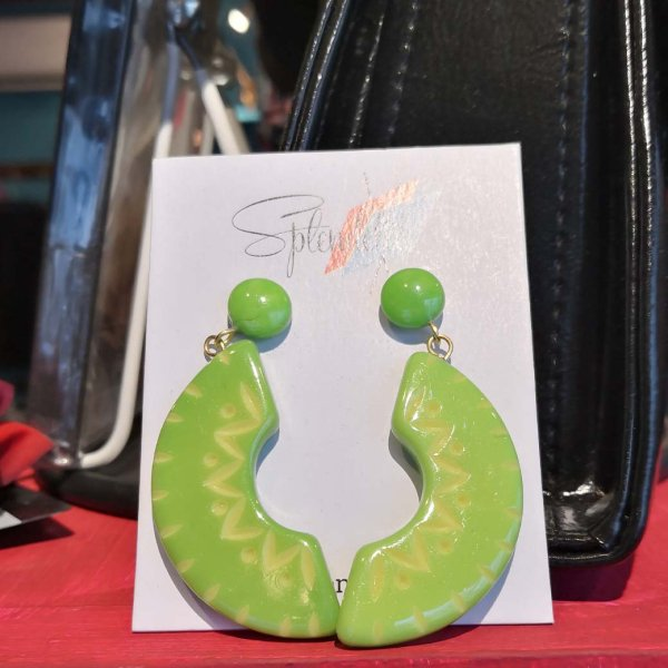 <img class='new_mark_img1' src='https://img.shop-pro.jp/img/new/icons1.gif' style='border:none;display:inline;margin:0px;padding:0px;width:auto;' />【Splendette】Lime Carved Drop Earrings ライムグリーンピアス