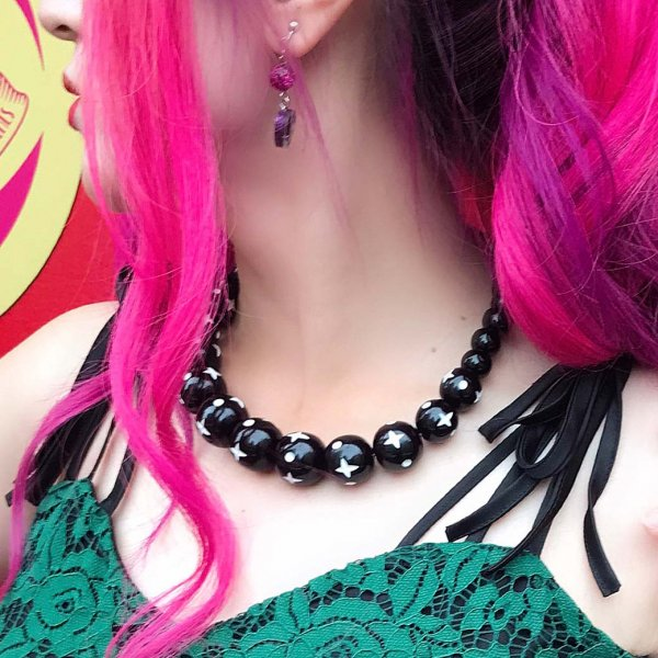 <img class='new_mark_img1' src='https://img.shop-pro.jp/img/new/icons1.gif' style='border:none;display:inline;margin:0px;padding:0px;width:auto;' />【Splendette】Hater Carved Bead Necklace ヘイターブラック ビーズネックレス