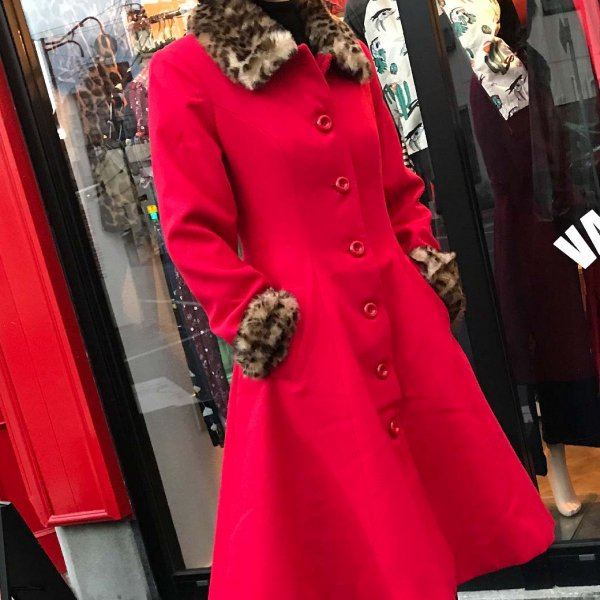 <img class='new_mark_img1' src='https://img.shop-pro.jp/img/new/icons1.gif' style='border:none;display:inline;margin:0px;padding:0px;width:auto;' />【HELLBUNNY】Robinson Coat レオパードファーAラインコート