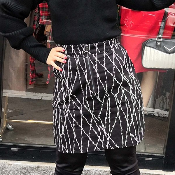 <img class='new_mark_img1' src='https://img.shop-pro.jp/img/new/icons1.gif' style='border:none;display:inline;margin:0px;padding:0px;width:auto;' />【HELLBUNNY】Barbed Wire Mini Skirt 有刺鉄線ミニスカート