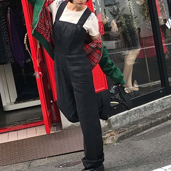 <img class='new_mark_img1' src='https://img.shop-pro.jp/img/new/icons1.gif' style='border:none;display:inline;margin:0px;padding:0px;width:auto;' />【HELLBUNNY】Penny Dungarees ブラックダンガリーサロペット