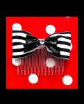 <img class='new_mark_img1' src='https://img.shop-pro.jp/img/new/icons24.gif' style='border:none;display:inline;margin:0px;padding:0px;width:auto;' />【Punk Up Bettie】Nautical Cutie Bow and Stripes Hair Comb Black