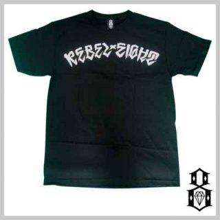 ブラッシュ系のロゴがクールな仕上がり!REBEL8 DEATH STROKE TEE/4,880円