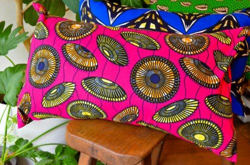アフリカンプリントのクッション 傘ピンク
