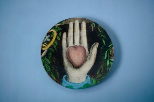 ラウンドプレート Heart in Hand
