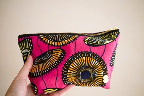 アフリカンプリントのポーチ 傘ピンク