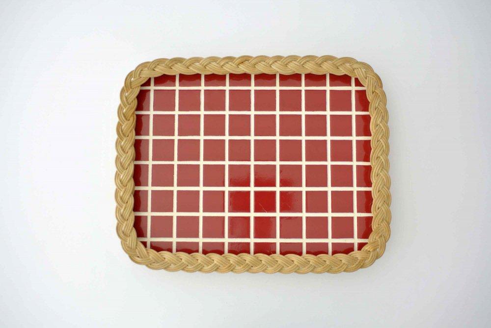 赤チェック×藤素材のプライウッドトレー FINLAND