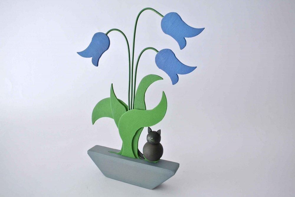 Johan ヨハン 青いベルのお花に黒猫がそ...