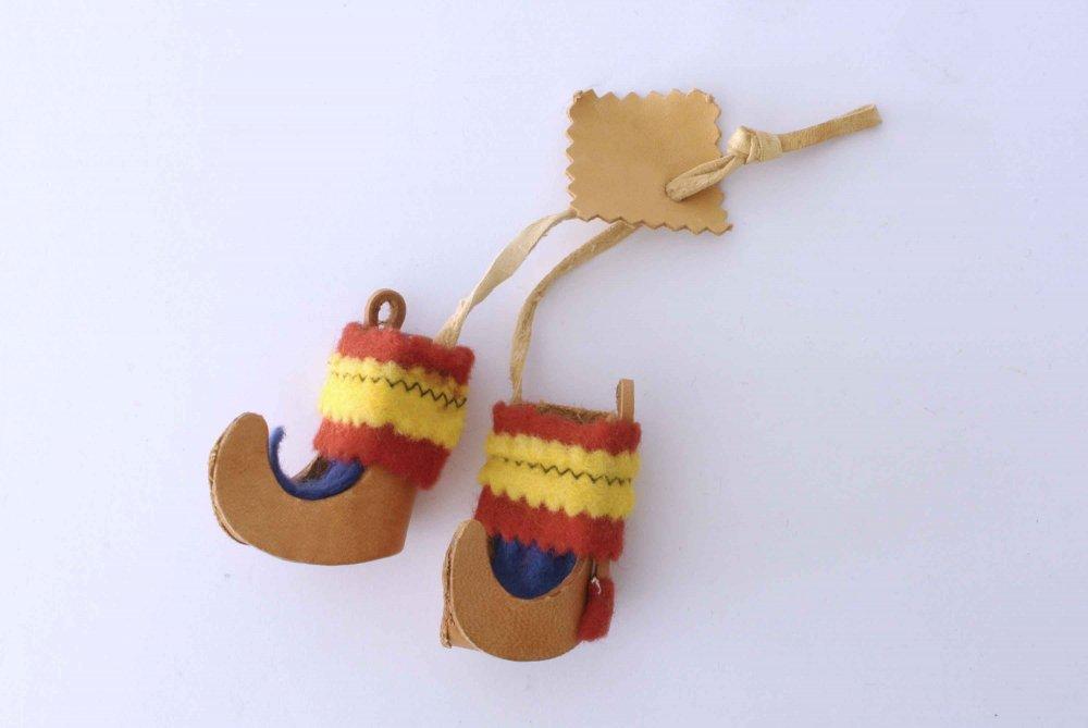 サーミ族の小人の靴のオーナメント 本革...