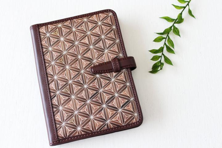 手帳/ブックカバー(A6・文庫フリーサイズ)<八重麻の葉・茶×ダークブラウン>>