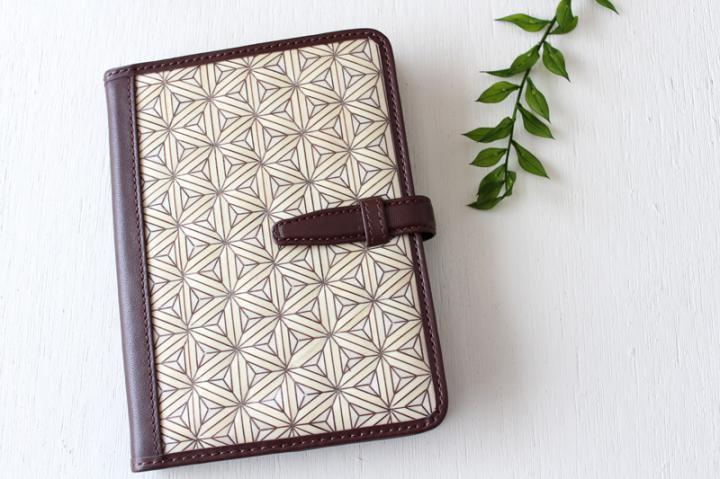 手帳/ブックカバー(A6・文庫フリーサイズ)<八重麻の葉・白×ダークブラウン>