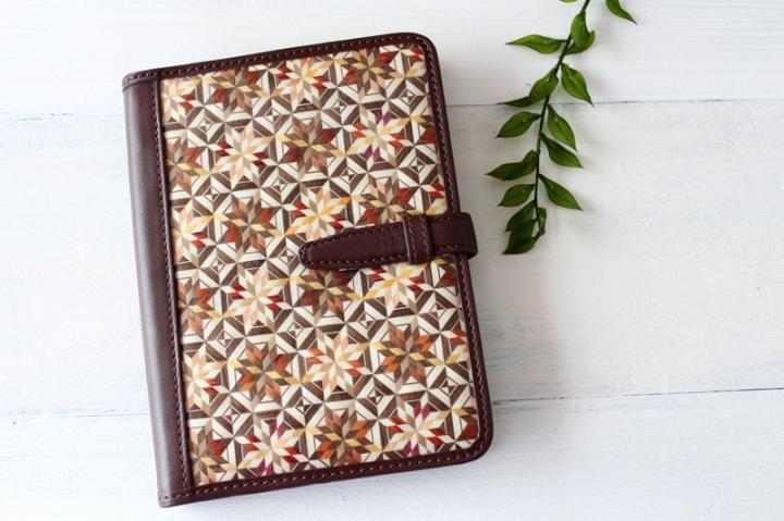 手帳/ブックカバー(A6・文庫フリーサイズ)<八角麻の葉 ダークブラウン>