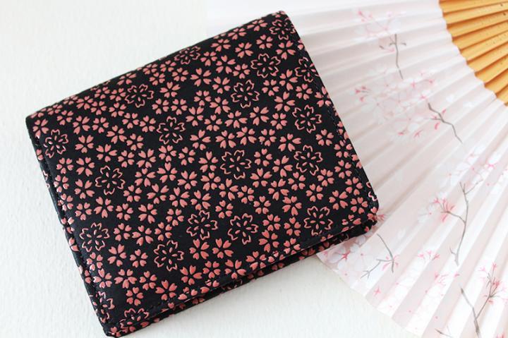 二つ折り財布 <桜・黒 桃漆×ピンクベージュパール>